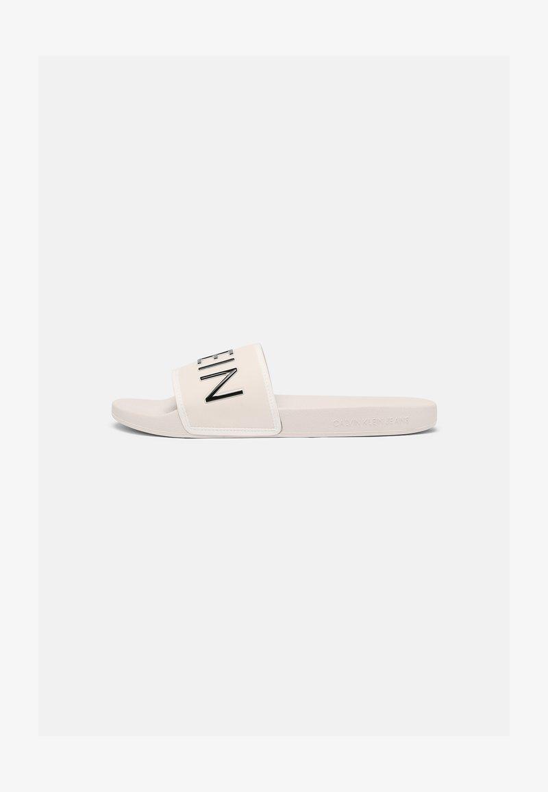 Calvin Klein Jeans - SLIDE PADDED - Sandalias planas - white sand