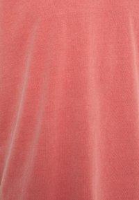 Neuw - BAND TEE - Jednoduché triko - burnt red - 6