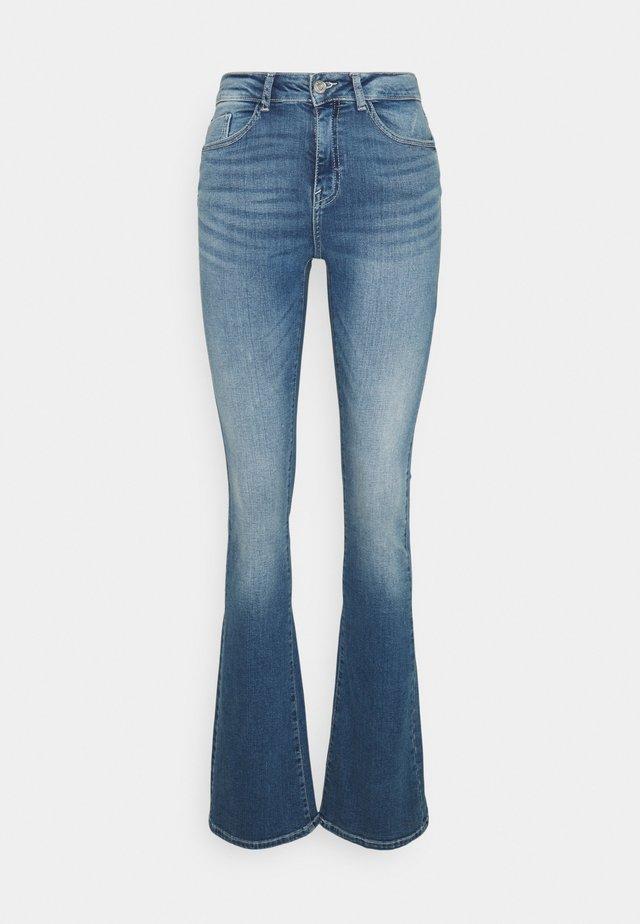 NMMARLI TALL - Flared jeans - medium blue denim