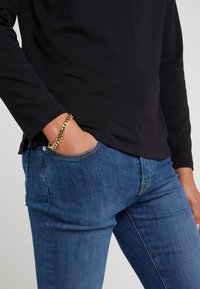 Vitaly - KICKBACK - Bracelet - gold-coloured - 1