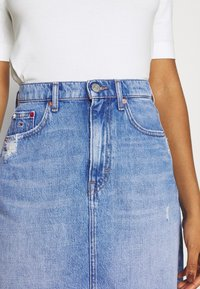 Tommy Jeans - MOM SKIRT - Mini skirt - denim light - 3