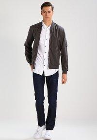 Wrangler - GREENSBORO - Straight leg jeans - rinse resin - 1