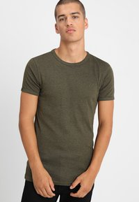 CHASIN' - BASE - Basic T-shirt - green - 0