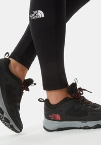 The North Face - W ULTRA FASTPACK IV FUTURELIGHT - Trainers - tnf black fiesta red - 0