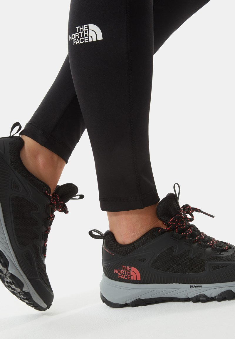 The North Face - W ULTRA FASTPACK IV FUTURELIGHT - Trainers - tnf black fiesta red