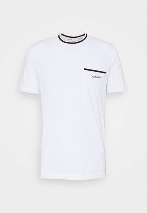 RINGER POCKET - T-shirt z nadrukiem - white