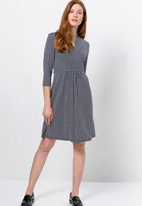 zero - MIT WELLENPRINT - Jersey dress - dark blue - 1