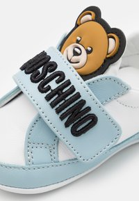 MOSCHINO - UNISEX - First shoes - white/light blue - 5