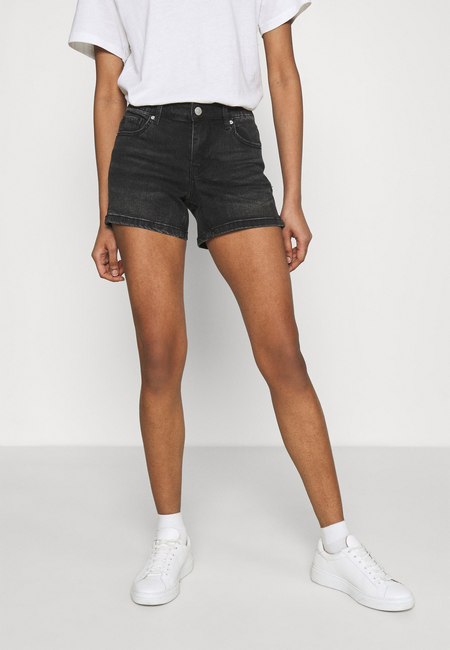 Women VMLYDIA - Denim shorts