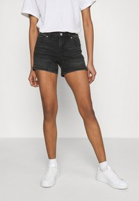 Vero Moda - VMLYDIA - Szorty jeansowe - black - 0