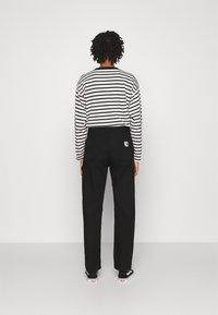Carhartt WIP - PIERCE PANT - Pantalon classique - black - 2