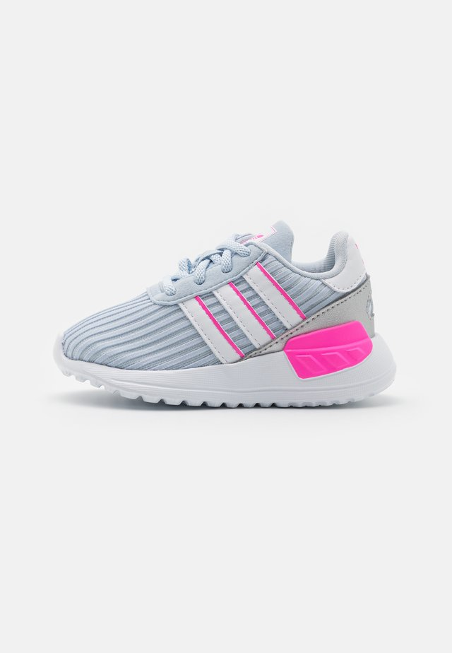 LA TRAINER LITE UNISEX - Trainers - halo blue/footwear white/screaming pink