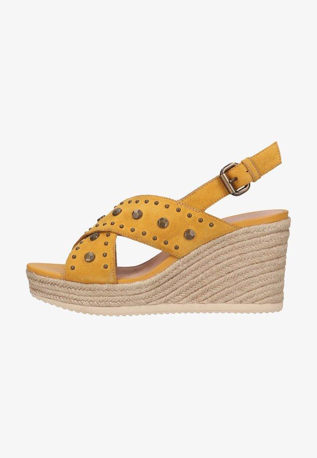 Sandały na koturnie - dk yellow