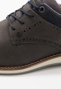 Bullboxer - Zapatos con cordones - grey - 5