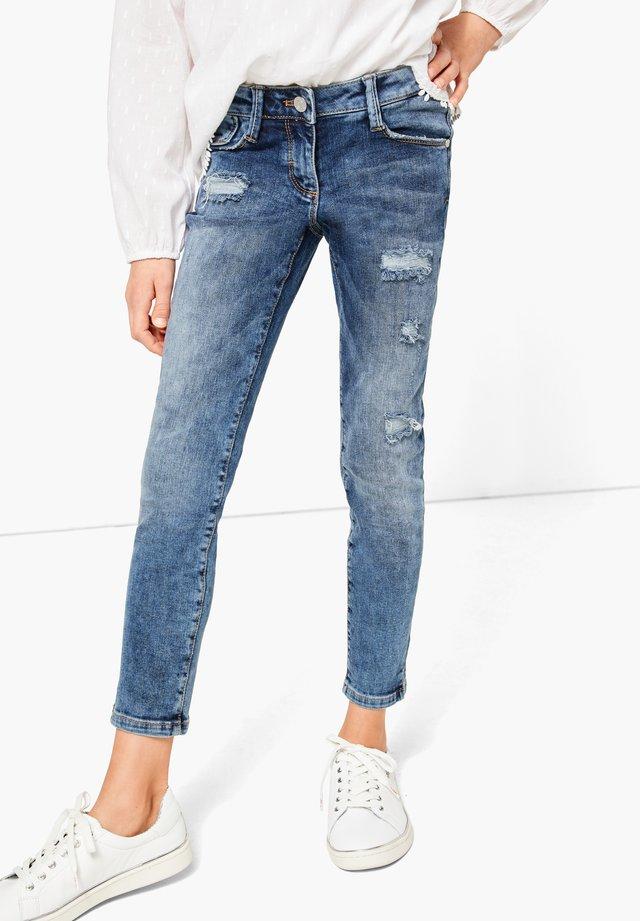 SLIM FIT: IM USED-LOOK - Slim fit jeans - blue