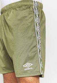 Umbro - ACTIVE STYLE TAPED TRICOT SHORT - Sports shorts - capulet/white - 4