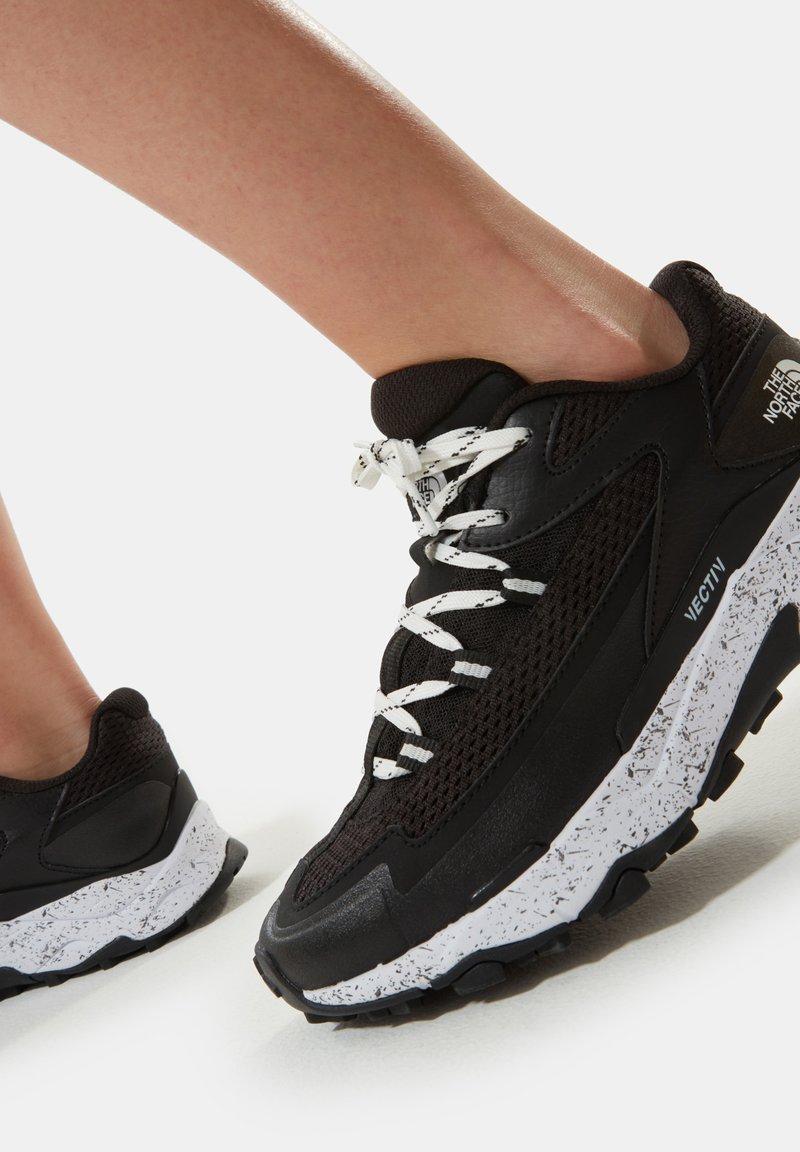 The North Face - W VECTIV TARAVAL - Chaussures de marche - tnf black/tnf white