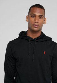 Polo Ralph Lauren - Mikina s kapucí - black/red - 3