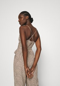 Abercrombie & Fitch - SMOCKED BODICE  - Jumpsuit - brown - 3