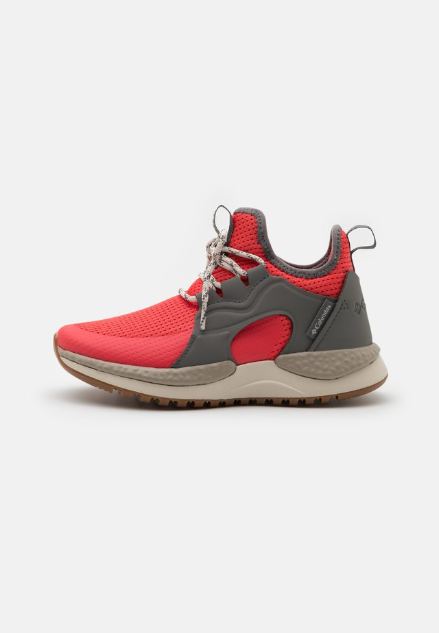 SH/FT AURORA PRIME - Trail hardloopschoenen - red coral/fawn
