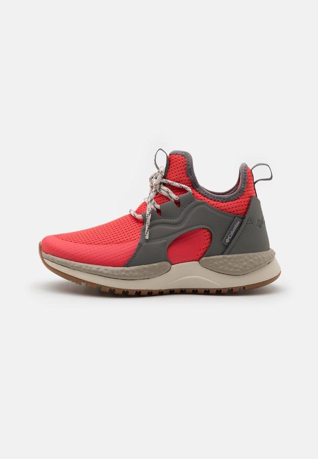 SH/FT AURORA PRIME - Zapatillas de trail running - red coral/fawn