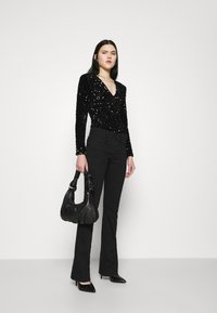 Good American - STRETCH SEQUINS - Long sleeved top - black - 1