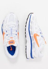 Nike Sportswear - P-6000 - Sneakers basse - white/hyper crimson/racer blue/black/pure platinum - 1