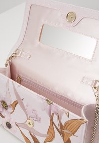 Ted Baker - KAYLII - Borsa a tracolla - baby pink - 3