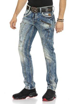 MET OPVALLEND NAADONTWERP - Straight leg jeans - ijsblauw