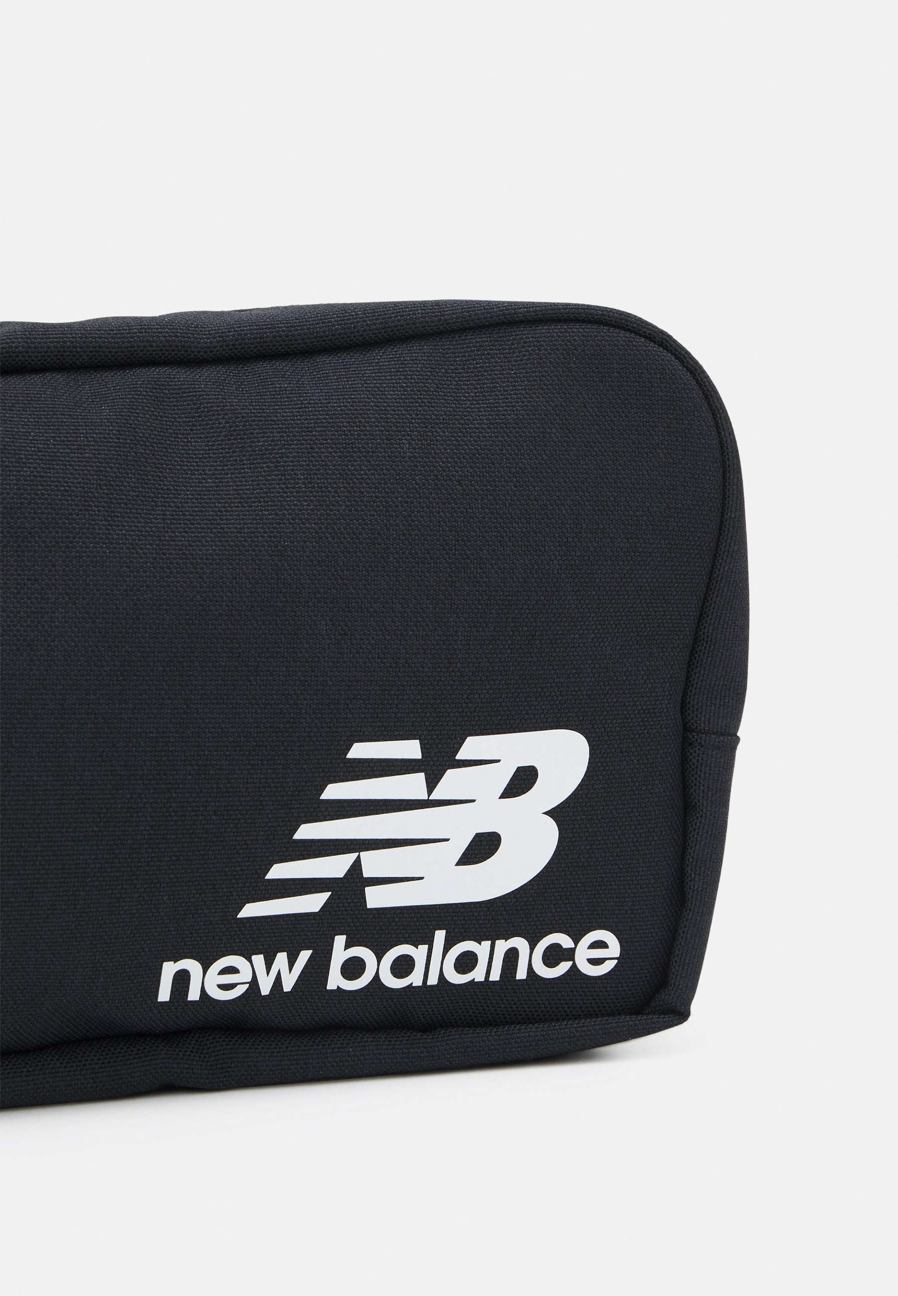 New Balance ATHLETICS TERRAIN TRAVEL BAG UNISEX - Trousse de ...