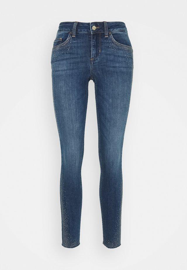 DIVINE - Jeans Skinny Fit - den.blue explosion