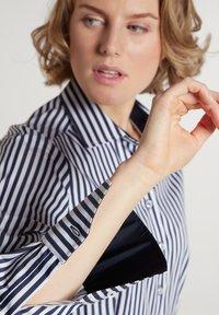 Eterna - Button-down blouse - marine/weiß - 2
