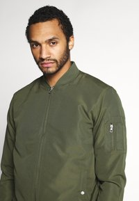 Only & Sons - ONSJACK  - Giubbotto Bomber - olive night - 4