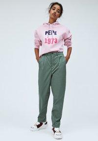 Pepe Jeans - BREEZE - Chinos - verde caqui - 1