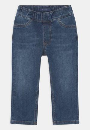 ARCHIVE SHIELD UNISEX - Slim fit jeans - semi light indigo