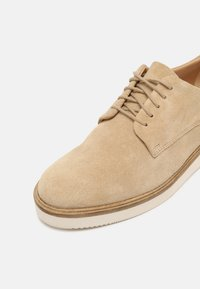 Clarks - BAILLE STITCH - Lace-ups - taupe - 7