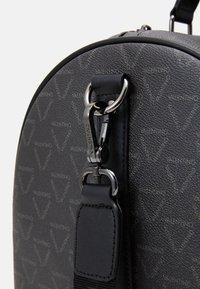 Valentino by Mario Valentino - LIUTO - Weekend bag - nero - 3