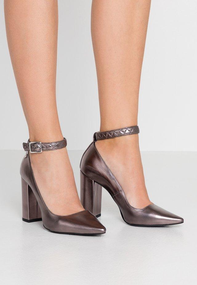 Zapatos altos - dark brown