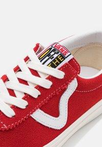 Vans - STYLE 73 UNISEX - Sneakersy niskie - red - 5