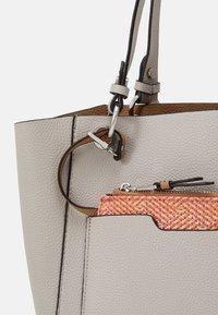 PARFOIS - BAG - Handbag - ecru - 5