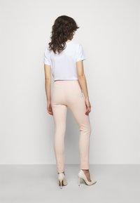 Patrizia Pepe - PANTALONI TROUSERS - Bukse - pink dune - 2