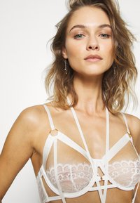 Hunkemöller - JACKY UP - Soutien-gorge à armatures - off-white - 5