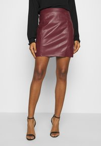 Vero Moda - VMNORARIO SHORT COATED SKIRT - Mini skirt - cabernet - 0