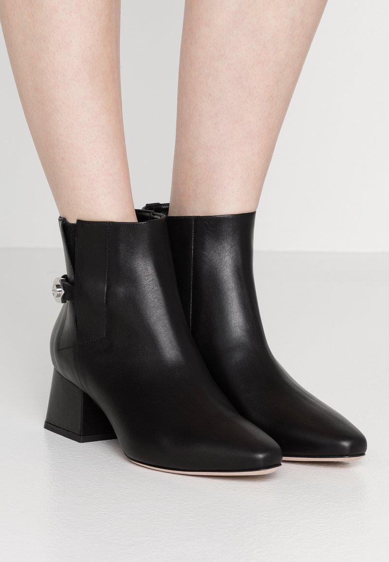 HUGO - UPTOWN BOOTIE - Ankelstøvler - black