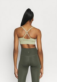 Nike Performance - INDY SEAMLESS BRA - Light support sports bra - celadon/white - 2