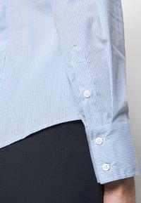 MAX&Co. - MESTRE - Button-down blouse - sky blue pattern - 4