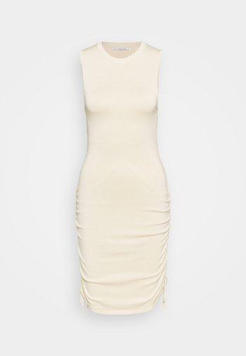 Pouzdrové šaty - chase
