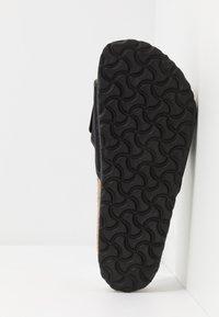 Birkenstock - TEMA UNISEX - Domácí obuv - black - 4