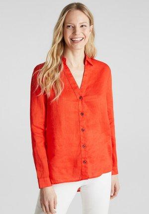 AUS LEINEN: HEMDBLUSE MIT HIGH-LOW-SAUM - Button-down blouse - red orange