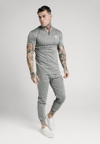 SIKSILK - Pantaloni sportivi - grey pin stripe - 1